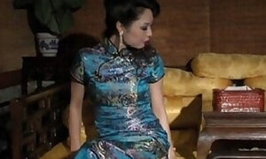 Chinese hottie begging to get banged for the cam