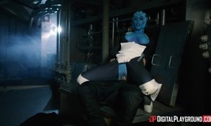 Sex mad guy meets blue skin slut from Mars and give it to her