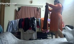 Desi aunty changing kameez xVideos