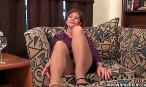 Mom's nipples and clit need attention after a hard days work xVideos