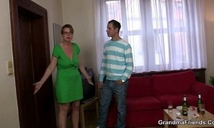 Hot mature woman takes two cocks at once xVideos