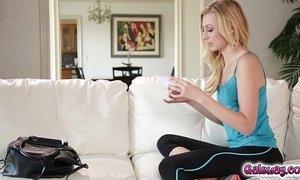 Kristen Scott goes on top of Alexa Grace pussy