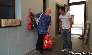 Old granny pleases an young guy xVideos