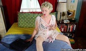 Pantyhosed mom fucks a dildo xVideos