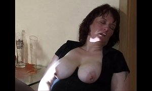 extreme mom insertion and squirt xVideos