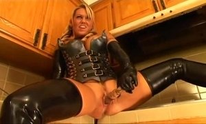 milfsonly.blogspot.com-Latex milf xVideos