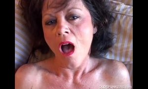 Smoking hot mature brunette xVideos