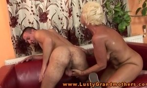 Amateur old GILF gets pussypounded xVideos