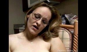 Chubby amateur MILF masturbating xVideos