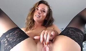 Gorgeus milf chick stokes her freshly fucked fuckhole to squirt