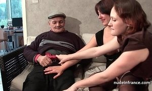 FFM Two french brunette sharing an old man cock of Papy Voyeur xVideos