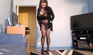 Sexy cougar en lingerie