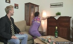Old bitch in black stocking rides his horny cock xVideos